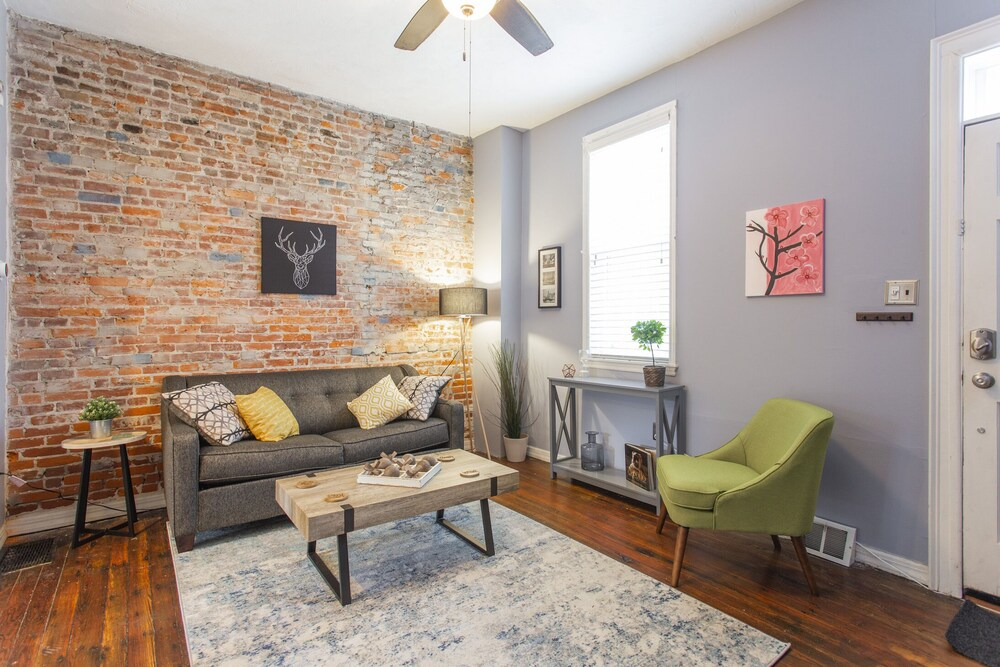 Fairmount GEM With Patio in the of it all