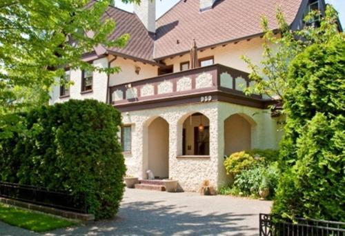 Bacon Mansion Bed & Breakfast