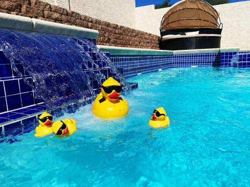 J s Luxury pool and Jaccuzi house of Las Vegas