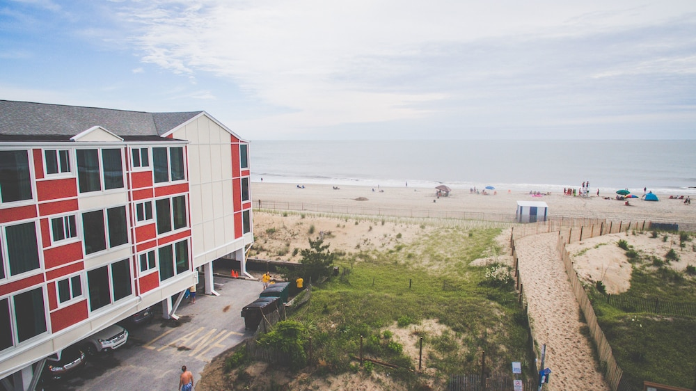 Gallery image of Surf Club Oceanfront Hotel