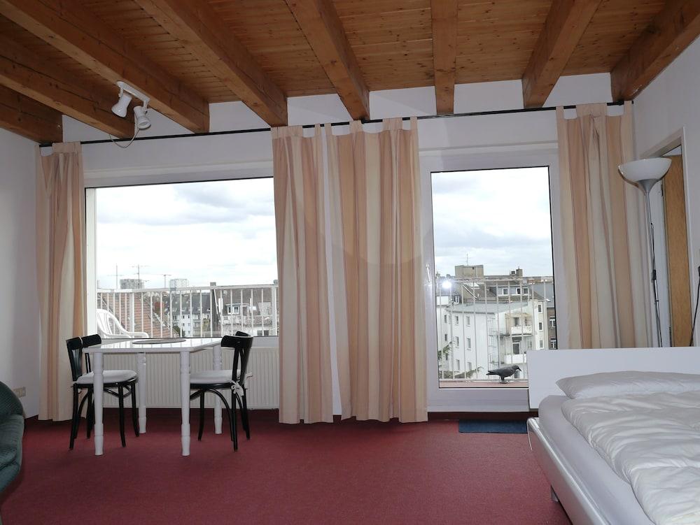 Tolstov Hotels Big Room Apartment