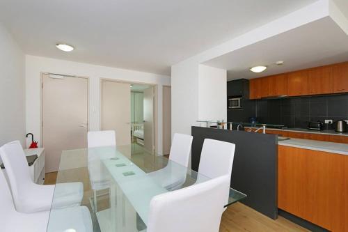 Convenient 3 Bedroom Apartment Close to Casino and CBD