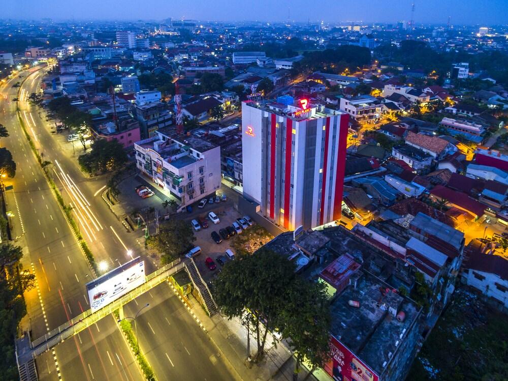 Gallery image of Red Planet Palembang