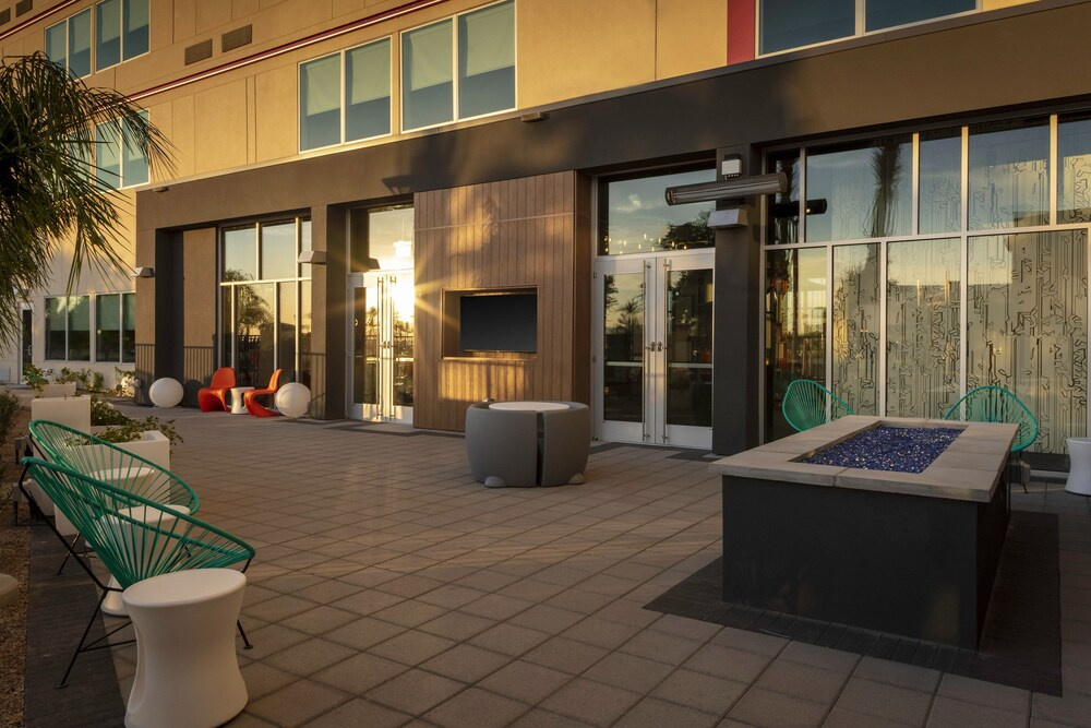 Gallery image of Aloft Glendale at Westgate