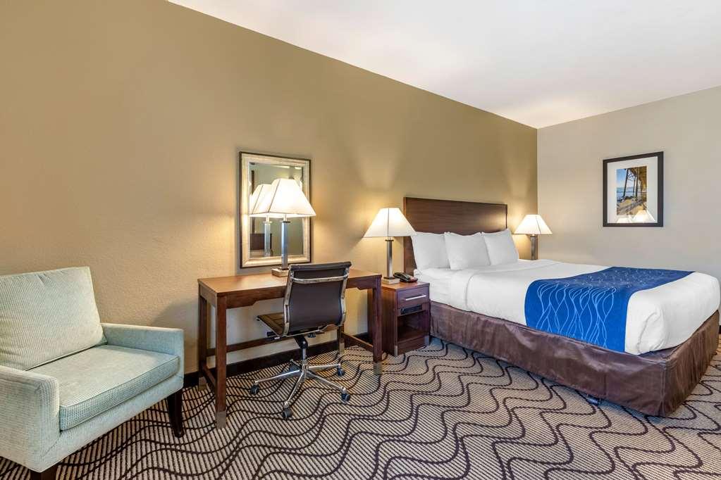 Gallery image of Comfort Inn & Suites Orange County John Wayne Airport