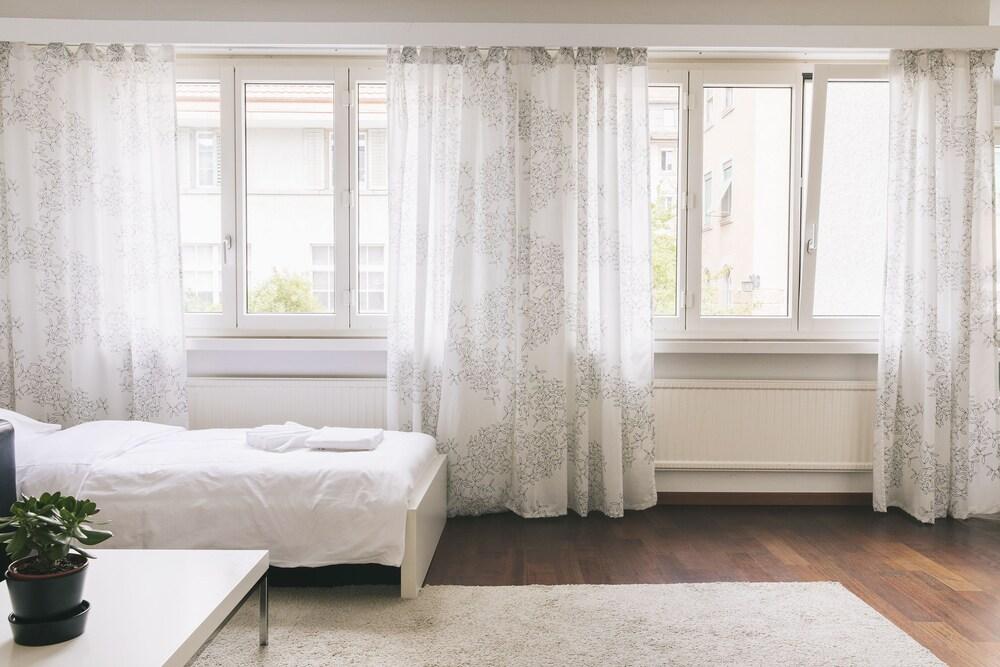 Elegant Apartment With Pocket Wifi