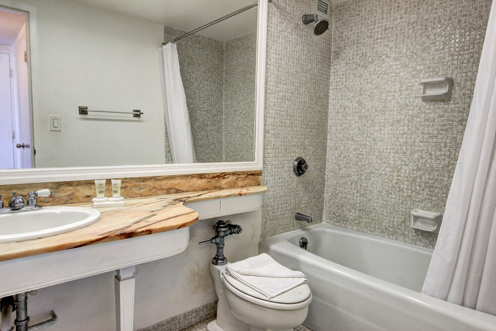 Gallery image of Collins Apartments by Design Suites