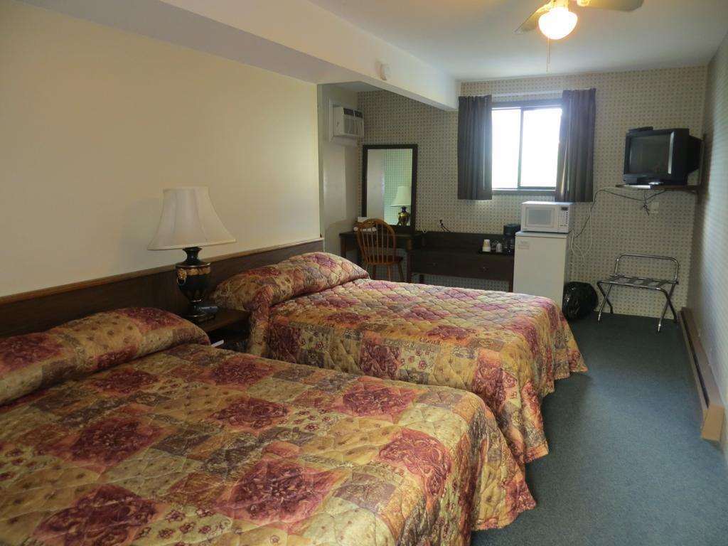 Gallery image of Harrison Village Motel