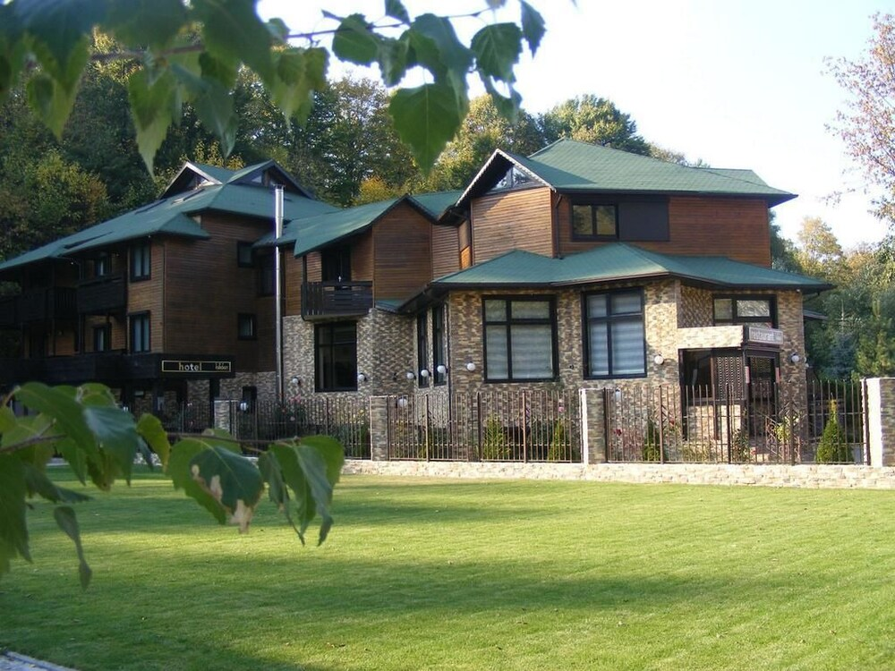 Gallery image of Hillden Lodge & Restaurant