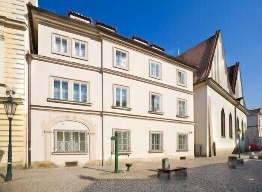 Apartments Happy Prague 2