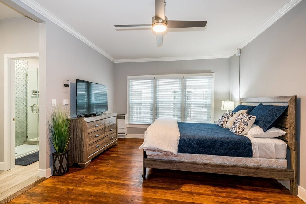 Newly Remodeled Hollywood Charmer