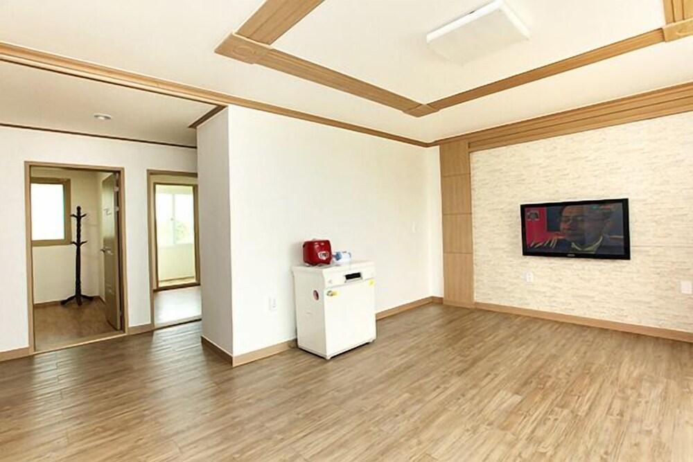 Gallery image of Jeongdongjintaehwa Pension