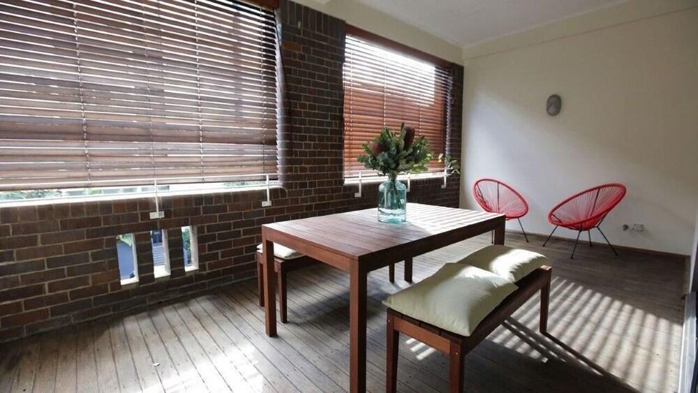 Spacious Apartment Close To Sydney Cbd