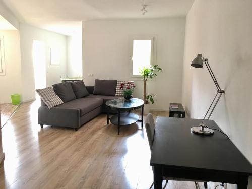 Akira Camp Nou Class Apartment