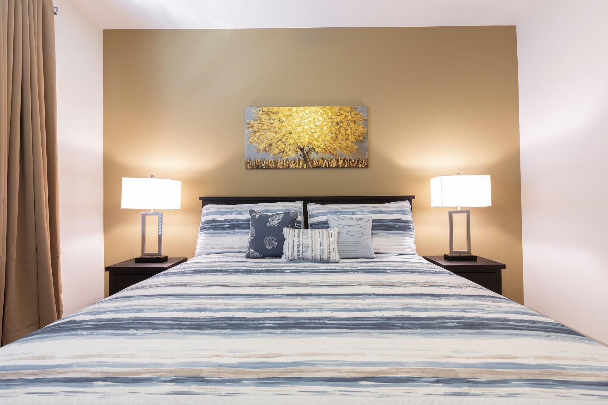 Luxurious King Sized BED Midtown Fully Equipped Condo