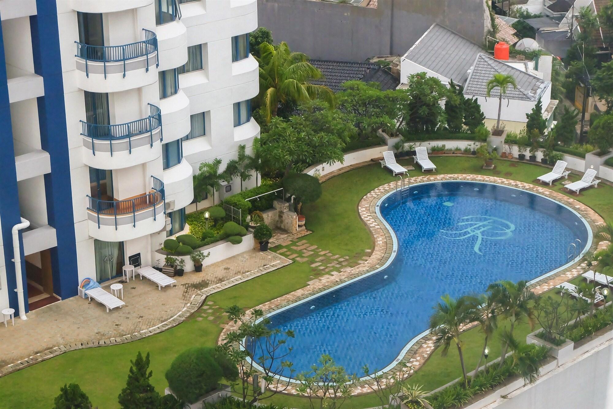 Strategic Location 2BR Park Royale Apartment