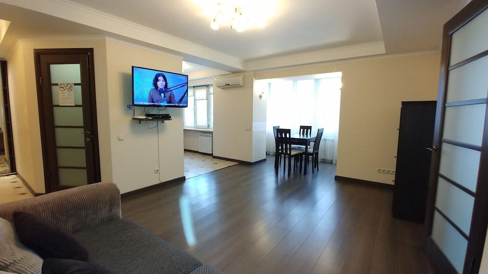 One bedroom. Lux. 45 V.Vasylkivska St. Centre