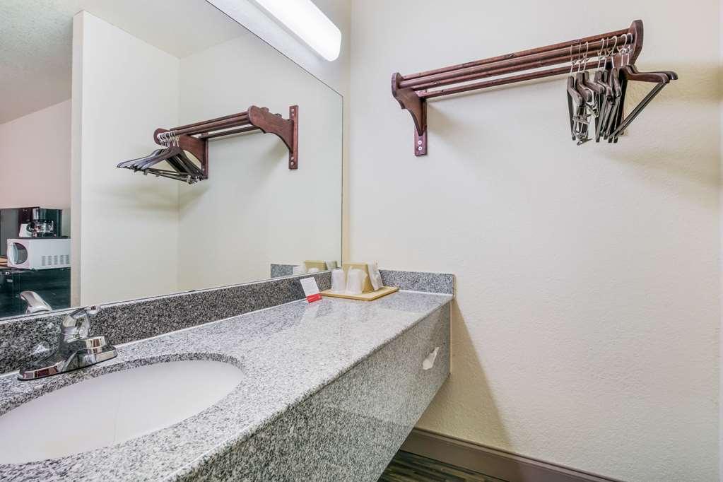 Gallery image of Econo Lodge & Suites