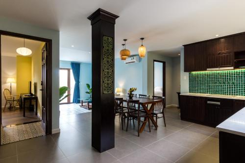 Bamboo En Suites In Spacious Apartment City Center District 1