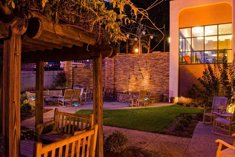 Gallery image of Hampton Inn Wheeling