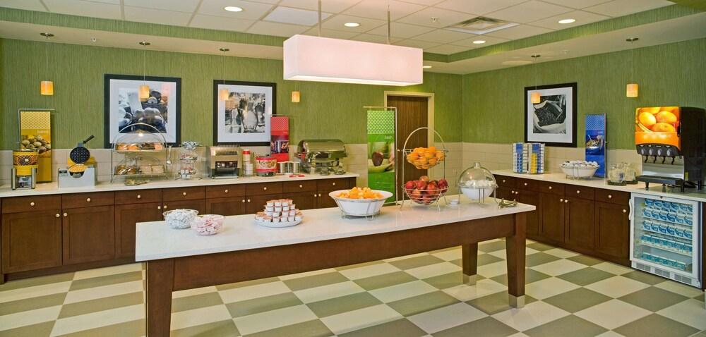 Gallery image of Hampton Inn & Suites Pittsburgh Waterfront West Homestead PA