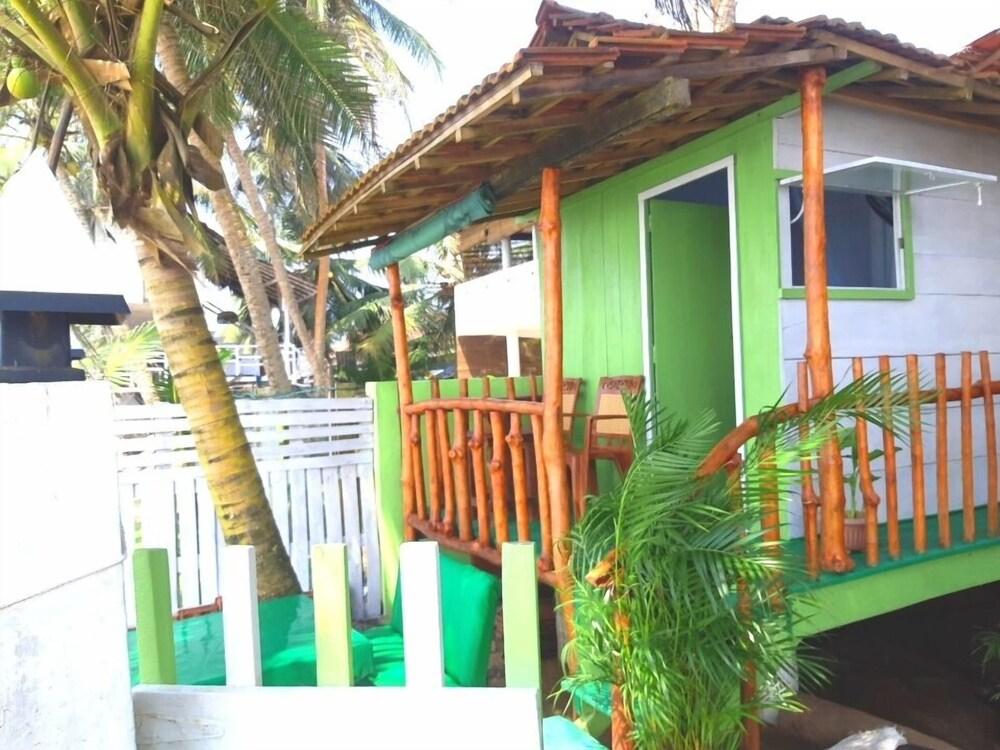 Luna Beach Home & Cabanas Hostel