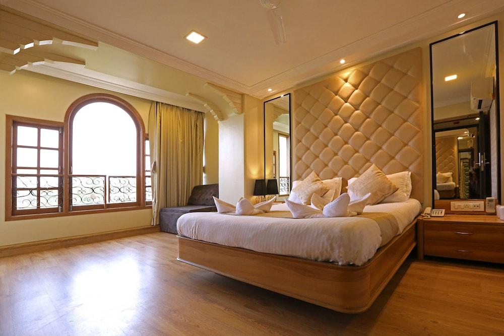 Gulf Hotel Near Taj Hotel Colaba