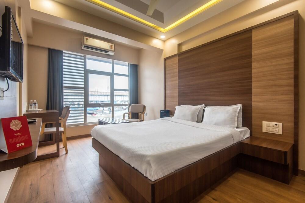 OYO 9644 Hotel Mahadev Residency