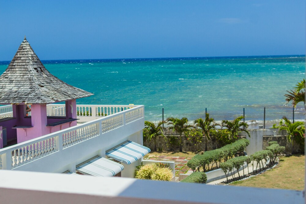 Gallery image of Seacrest Beach Hotel