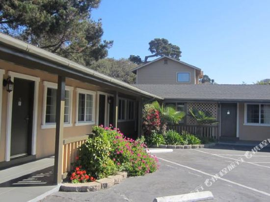 Gallery image of Monterey Fireplace Inn