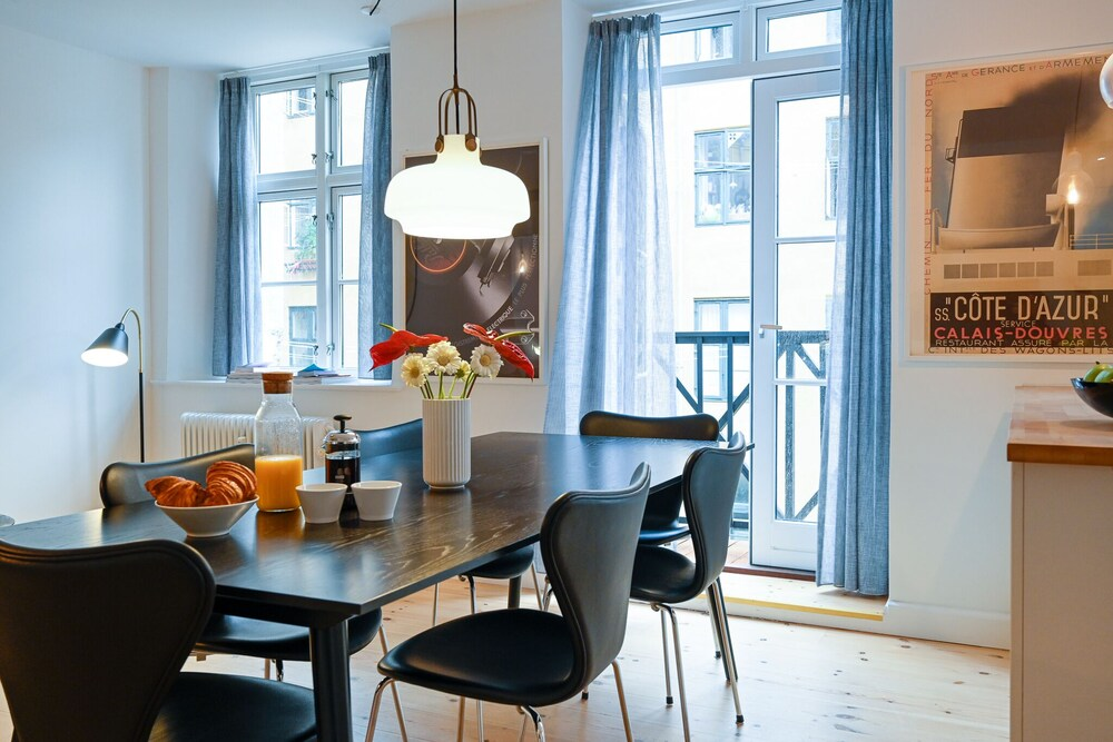 Beautiful 3 bedroom Apartment in a Lovely Neighborhood of Christianshavn