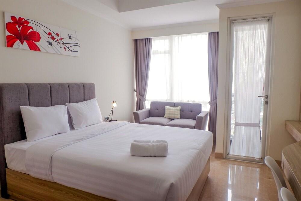 New Furnished Studio Menteng Park Apartment