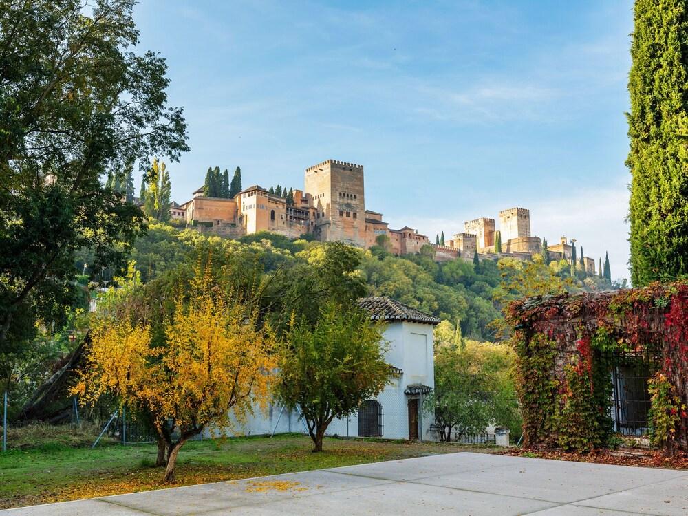 Comfortable Apartment in Granada near ski area with balcony
