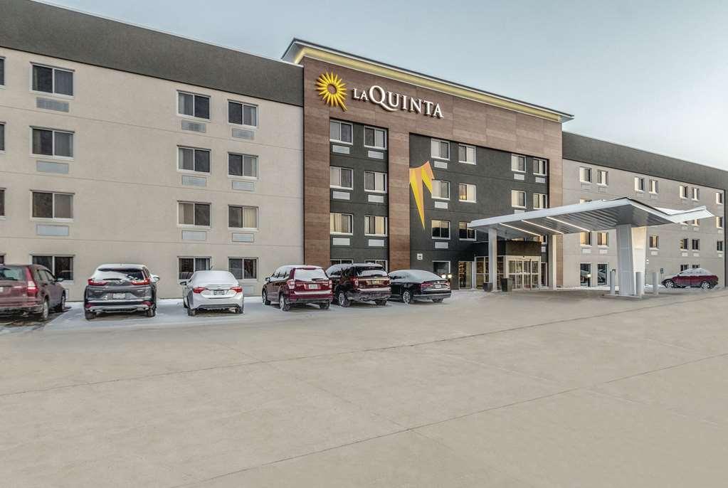La Quinta Inn & Suites by Wyndham Cleveland Airport North