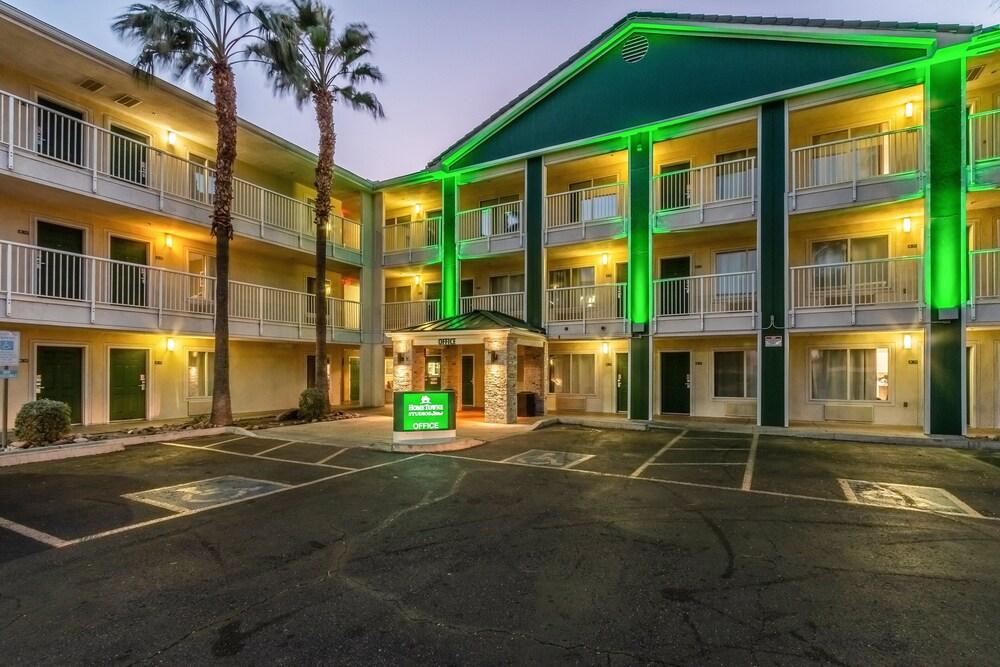 Gallery image of HomeTowne Studios Phoenix West