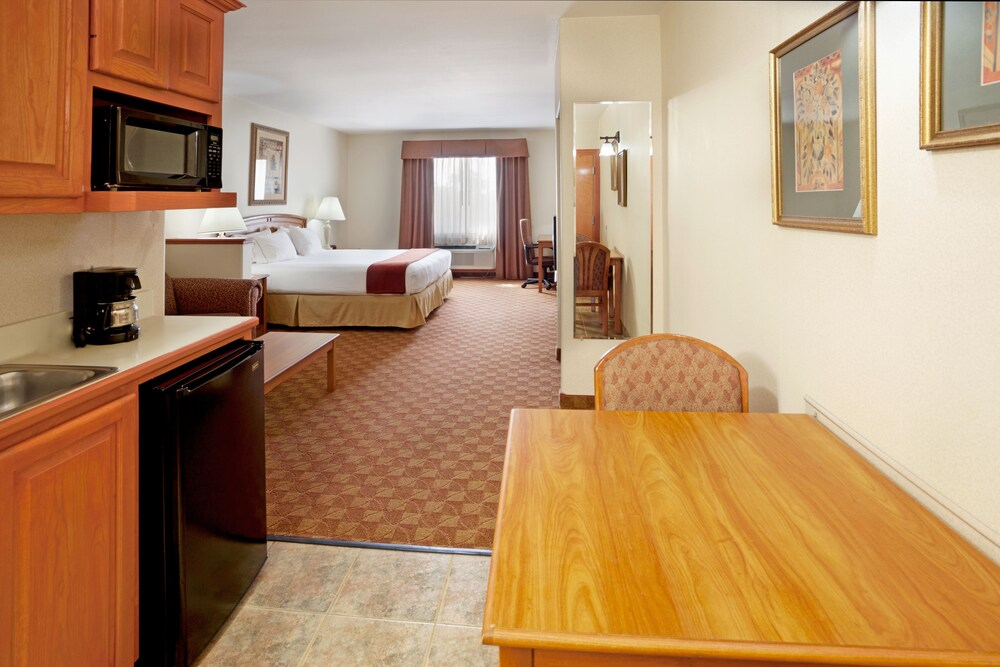 Gallery image of Holiday Inn Express Hotel & Suites Brownsville
