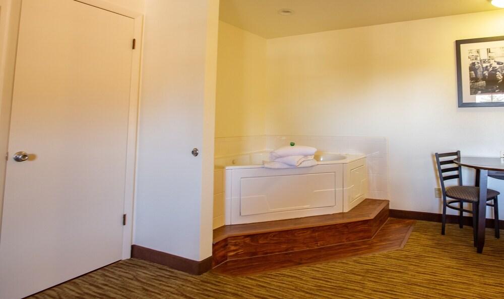 Gallery image of Americas Best Value Inn Villa Motel