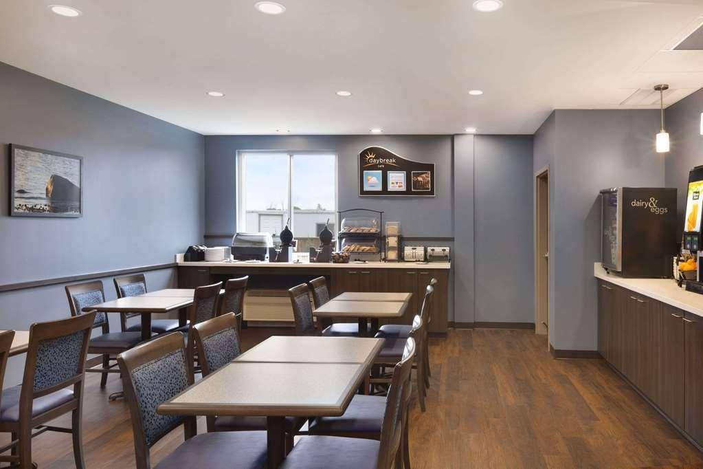 Gallery image of Days Inn & Suites by Wyndham Lindsay