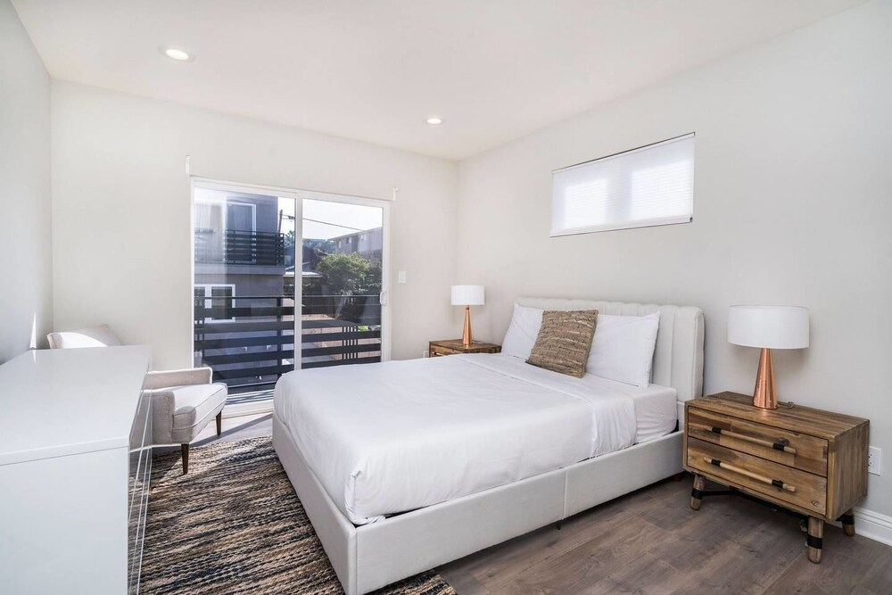 Brand NEW Luxury 3bdr Townhome In Silver Lake