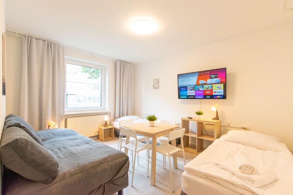 Comfortable Large Center Apartment