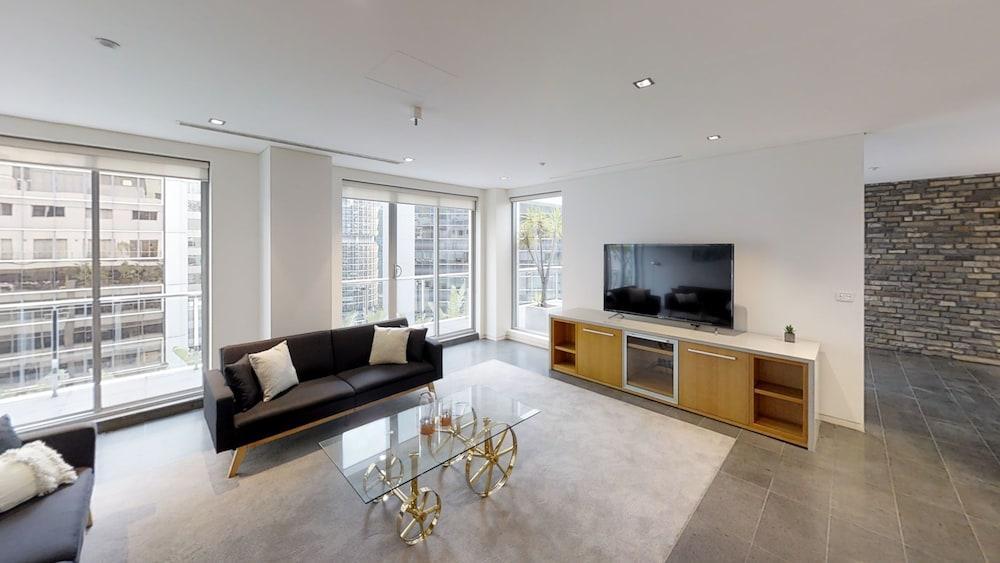 MyHoYoHo Penthouse Apartment Clarence