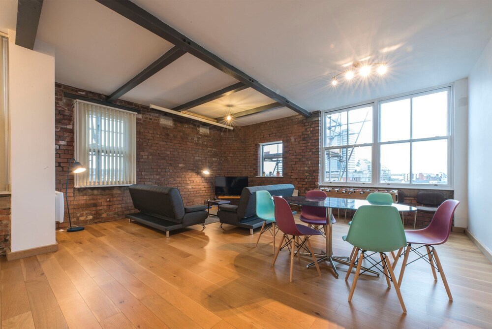 2 Bedroom Loft Apartment With City View