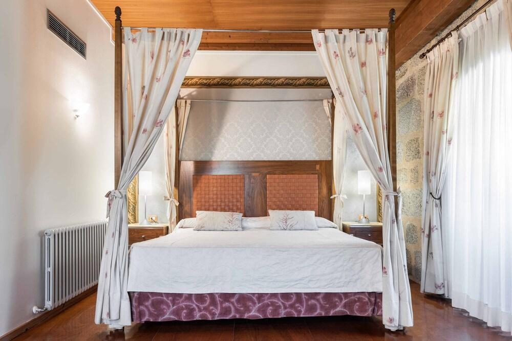 Gallery image of Eurostars Monumento Monasterio de San Clodio Hotel & Spa