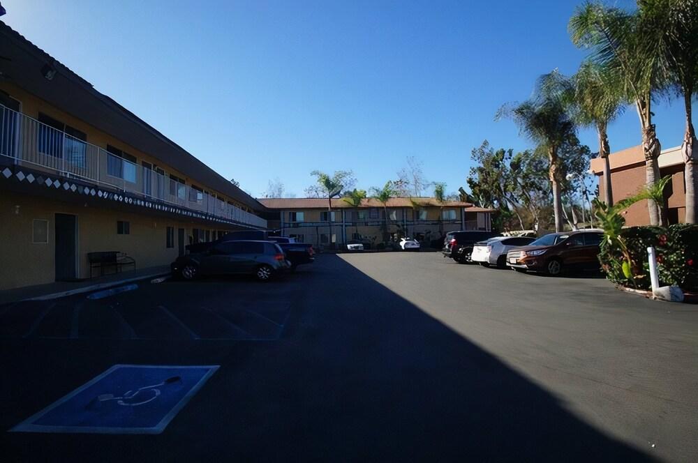 Gallery image of Civic Center Inn Santa Ana