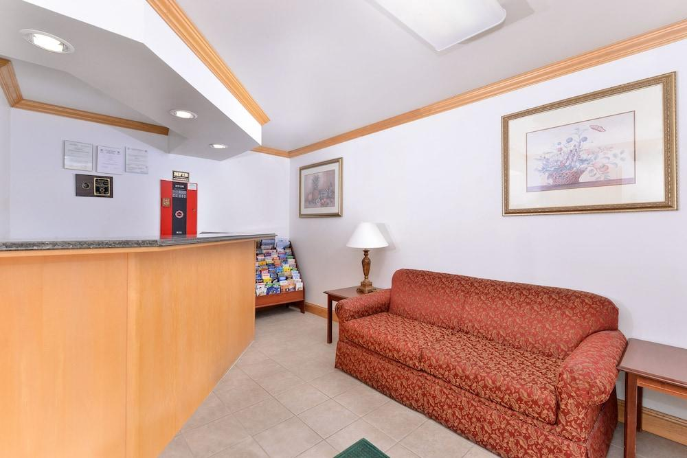 Gallery image of Tower Inn And Suites Of Guilford Madison