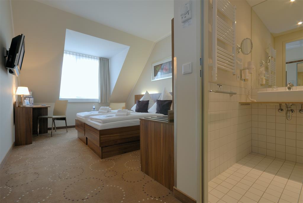Best Western Hotel City Ost (بست وسترن هتل سیتی اوست) Two Twin Bed Guest Room