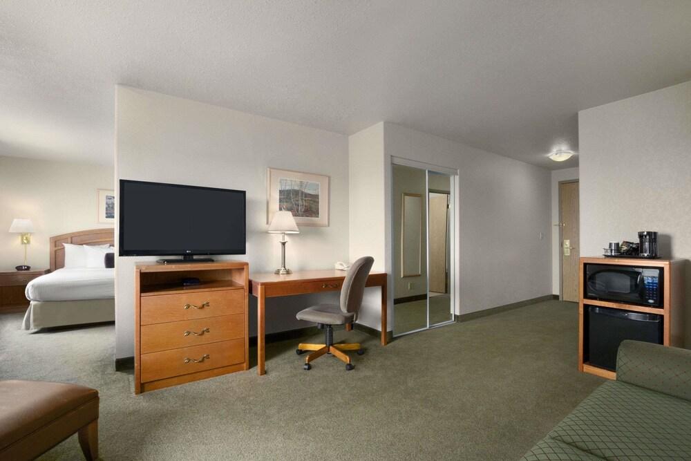 Gallery image of Days Inn by Wyndham Red Deer