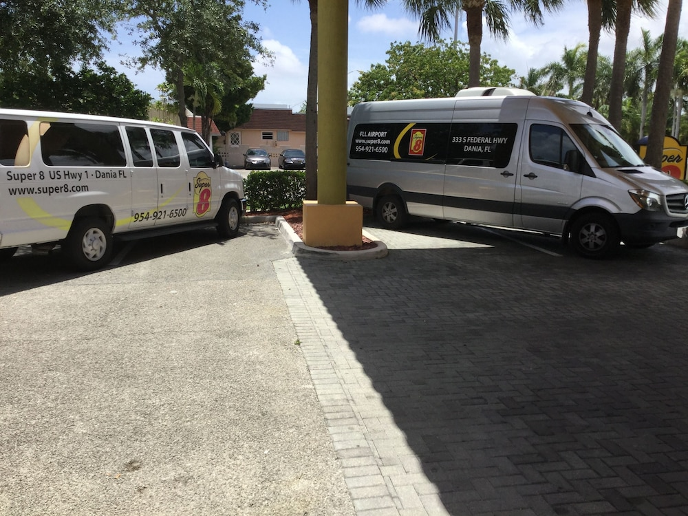 Gallery image of Super 8 by Wyndham Dania Fort Lauderdale Arpt