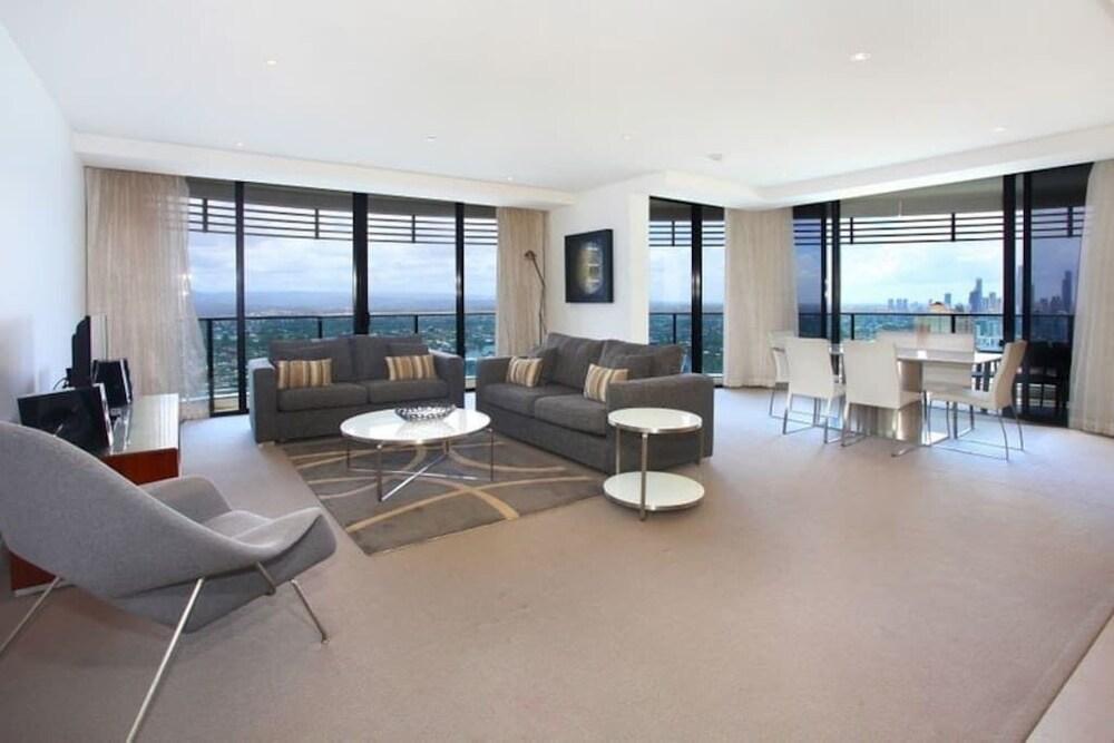 Luxury 3 Bedroom in heart of Broadbeach