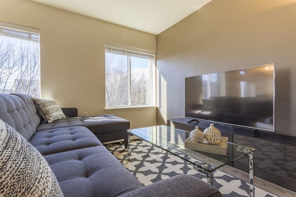 Domicile Suites at Elliott Bayview